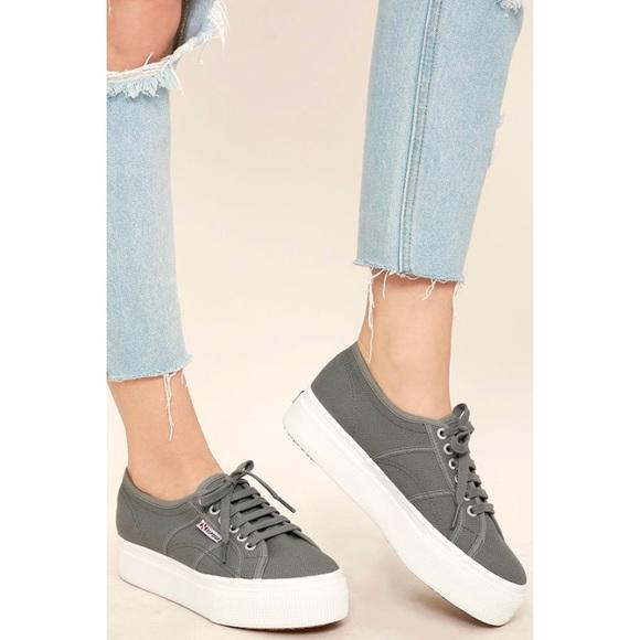1d5f2b5b8ba EUC Superga Platform Lace Up Canvas Sneakers. M 5ad663f4a6e3ea071fe91ecc